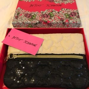 NWT Betsey Johnson Quilted Sequin Wristlet